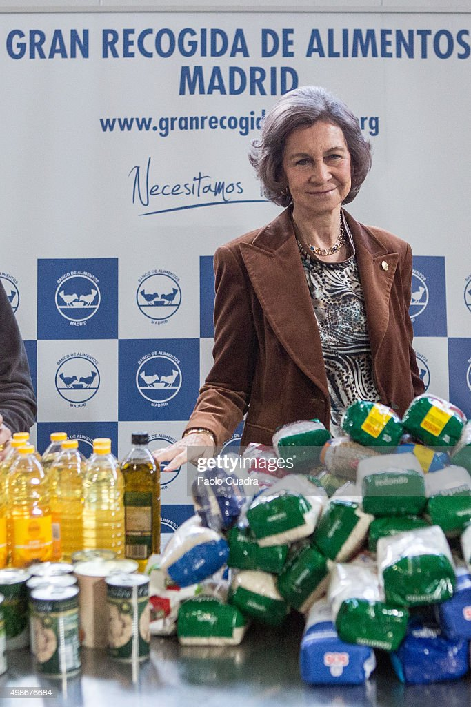 Queen Sofia Visits Food Bank : News Photo