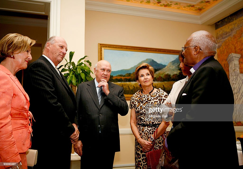 King Harald V and Queen Sonja of Norway State Visit to South Africa - Day 1 : News Photo