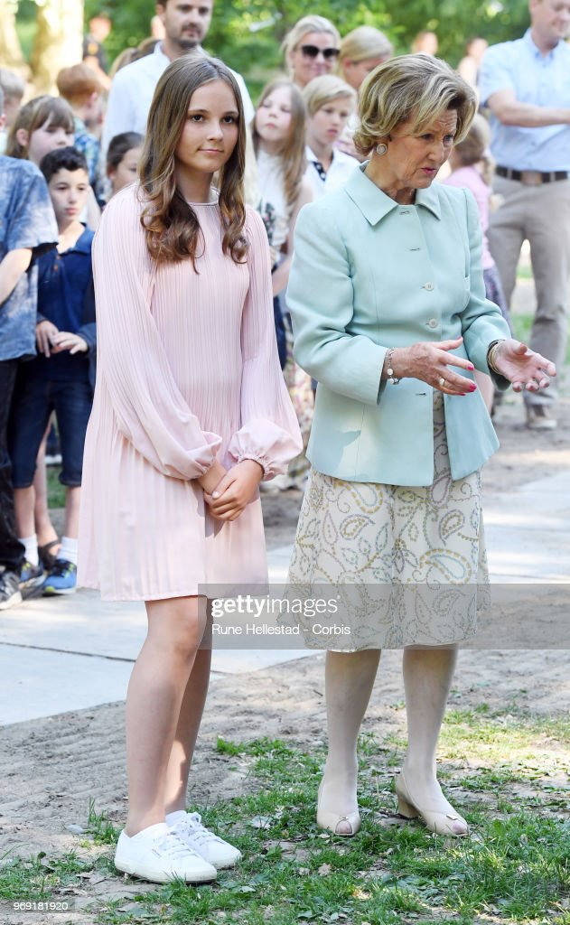 queen-sonja-and-princess-ingrid-alexandra-attend-the-unveiling-of-in-picture-id969181920