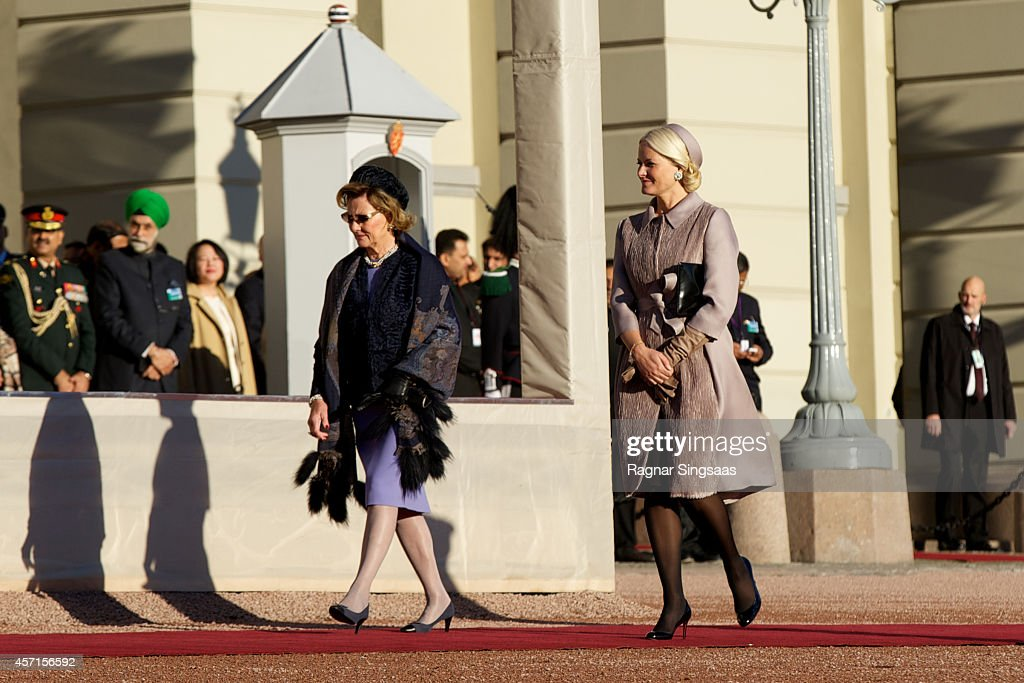 Queen Sonja of Norway (L) and Princess Mette-Marit of Norway attend the official welcoming ceremony at the Royal Palace during the first day of the state visit from India on October 13, 2014 in Oslo, Norway.