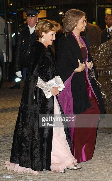 Queen Sonja of Norway and Queen Sofia of Spain attend a dinner and party at the Royal Palace in honor of the wedding of Dutch Crown Prince...