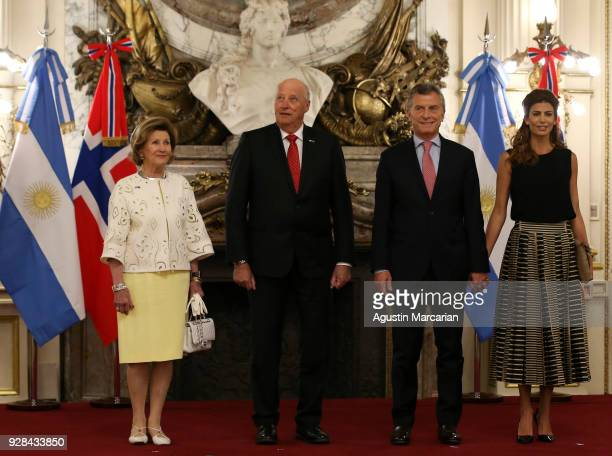 Queen Sonja of Norway, Harald V of Norway, President of Argentina Mauricio Macri and First Lady Juliana Awada pose for a picture at Casa Rosada...