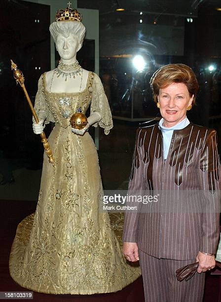 Queen Sonja Of Norway Visits The VA Museum Preview Of Style Splendour Queen Maud Of Norway'S Wardrobe 18961938Where She Stood Next To Queen Maud'S...