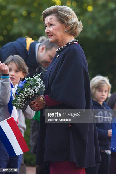Queen Sonja of Norway waits for King WillemAlexander and Queen Maxima of The Netherlands during their official visit to Oslo on October 2 2013 in...