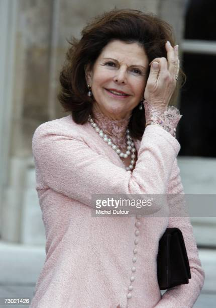 Queen Sylvia from Sweden attends a lunch guested by French first lady Bernadette Chirac for the International Centre for Missing and Exploited...