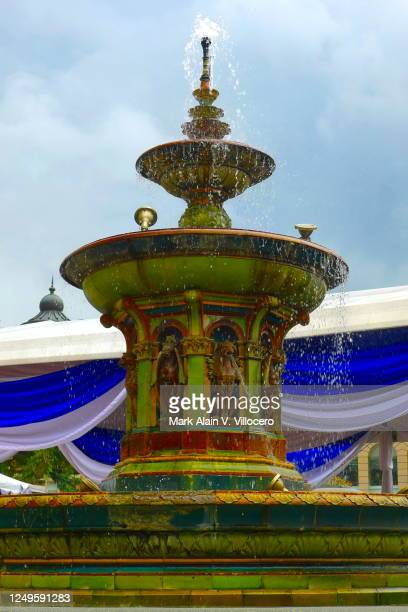 queen victoria fountain - queen victoria stock pictures, royalty-free photos & images