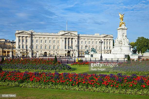 queen victoria memorial at buckingham palace - queen victoria stock pictures, royalty-free photos & images