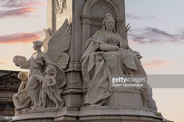 queen victoria memorial, london - queen victoria i stock pictures, royalty-free photos & images