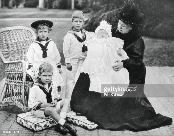 queen victoria with her great granchildren at osborne house isle of news photo getty images. Black Bedroom Furniture Sets. Home Design Ideas