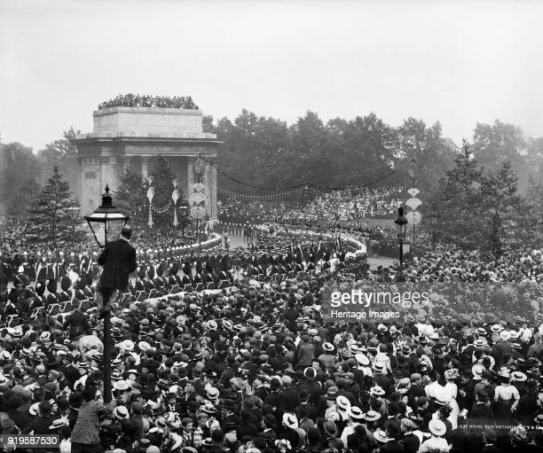 Queen Victoria's Diamond Jubilee Procession Green Park London 22 June 1897 A public holiday was declared to celebrate the 60th anniversary of Queen...