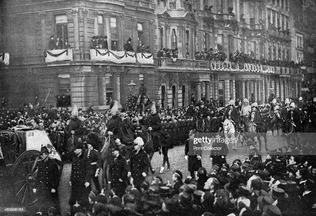 Queen Victoria's funeral procession passing through London, 1901. : ニュース写真