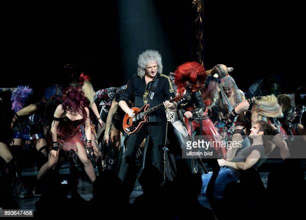QueenGitarrist Brian May spielt bei der Premiere von We Will Rock You im MehrTheater am Großmarkt Brian Harold May CBE ist ein britischer Gitarrist...