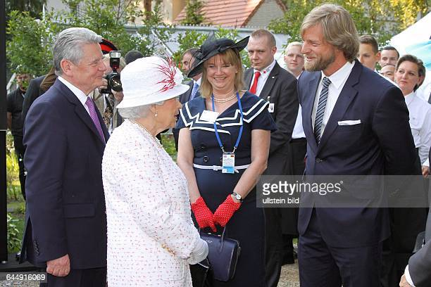 Queen´s Birthday Party Queen Elizabeth II und Prinz Philip in der Residenz des britischen Botschafters Sir Simon Mc Donald Henning Baum