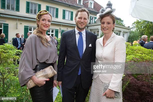 Queen´s Birthday Party Queen Elizabeth II und Prinz Philip in der Residenz des britischen Botschafters Sir Simon Mc Donald vl Katja Kessler Friedrich...