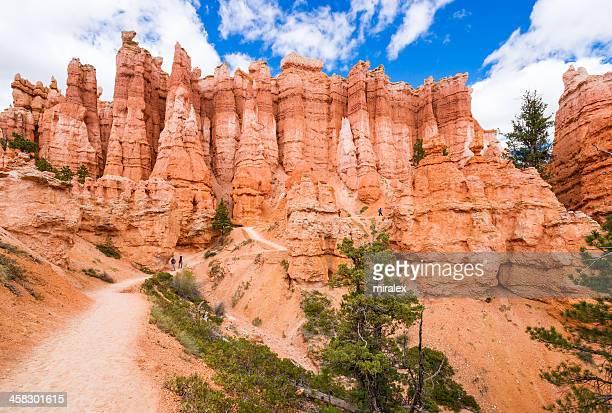 queen-size garden trail no parque nacional de bryce canyon, utah, eua - bryce canyon - fotografias e filmes do acervo