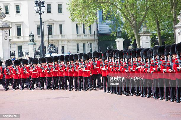 queens guard marching - honor guard stock pictures, royalty-free photos & images