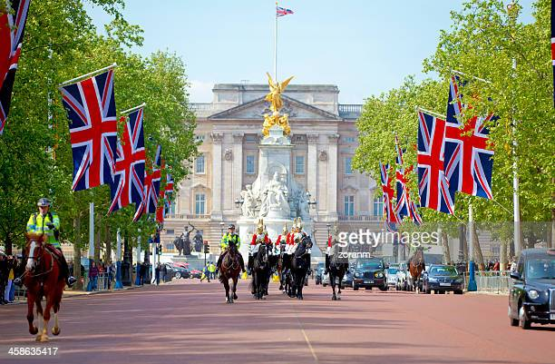 queen's life guard - buckingham palace stock pictures, royalty-free photos & images