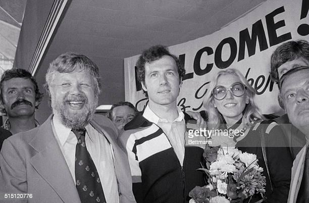 Queens New York New York A smiling Clive Toye president of the New York Cosmos puts his arm around West German soccer star Franz Beckenbauer on...