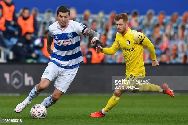 Queens Park Rangers' Scottish striker Lyndon Dykes vies with Fulham's English midfielder Harrison Reed during the English FA Cup third round football...