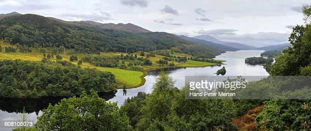 queen's view at loc h tummel, scotland - perth scotland stock pictures, royalty-free photos & images