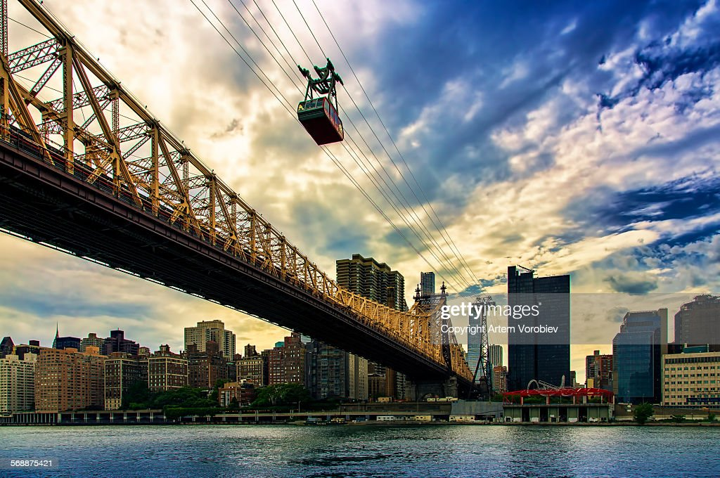 Queensboro bridge and Roosevelt Island cable line : Stock Photo