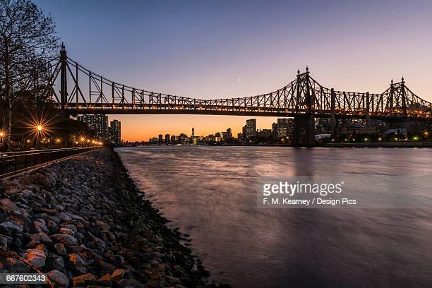 queensboro (59th street) bridge at twilight, queens bridge park - long island city stock photos and pictures