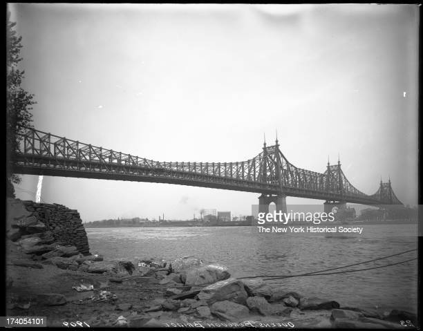 Queensboro Bridge stretching from Queens Plaza to 59th Street Gustav Lindenthal engineer Palmer Hornbostel architects 1909New York New York late 1900s
