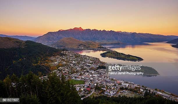 queenstown skyline at twilight - queenstown stock pictures, royalty-free photos & images