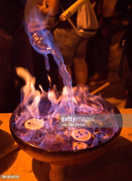 queimada is made from licor de orujo - fete fotografías e imágenes de stock
