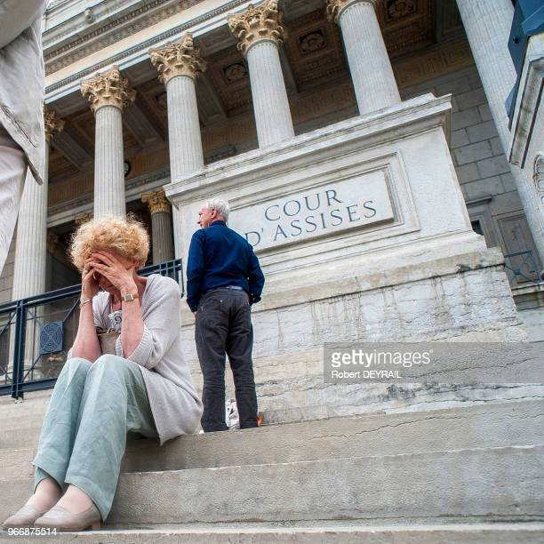 Quelques dizaines de personnes issues des mouvements catholiques et traditionalistes se sont rassemblées devant le palais de justice de Lyon pour...