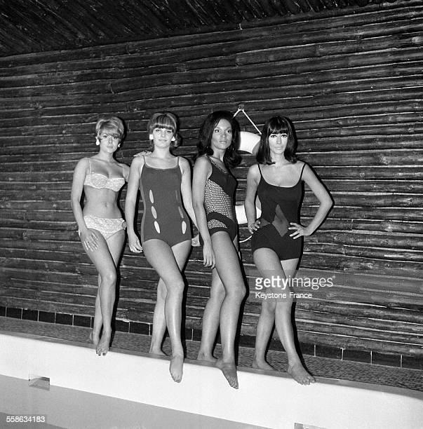 Quelques uns des maillots de bain de la nouvelle collection inspirés des célèbres aventures de l'agent secret James Bond à Paris France le 28...