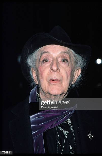 Quentin Crisp poses for a picture January 10, 1999 at the 64th Annual New York Film Critics Circle Awards in the World Trade Center. Crisp presents...