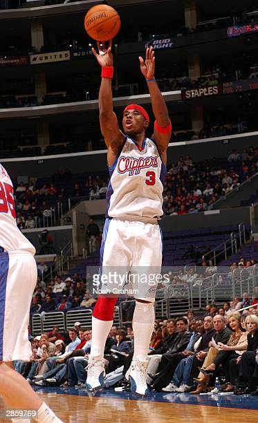 bc12ed6b99dd98 Quentin Richardson of the Los Angeles Clippers attempts a shot against the  Memphis Grizzlies during the