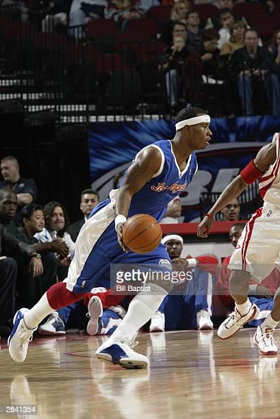 Quentin Richardson of the Los Angeles Clippers drives to the hoop during the game against the Houston Rockets at the Toyota Center on December 19...