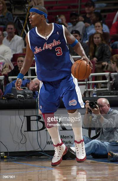 Quentin Richardson of the Los Angeles Clippers handles the ball during the game against the Orlando Magic at TD Waterhouse Centre on January 31 2003...