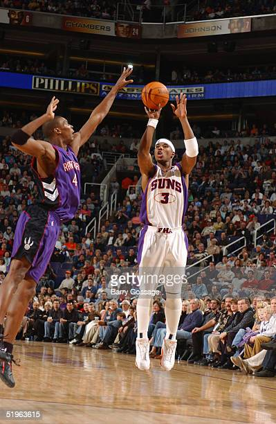 Quentin Richardson of the Phoenix Suns shoots a jump shot against Chris Bosh of the Toronto Raptors on December 26 2004 at America West Arena in...