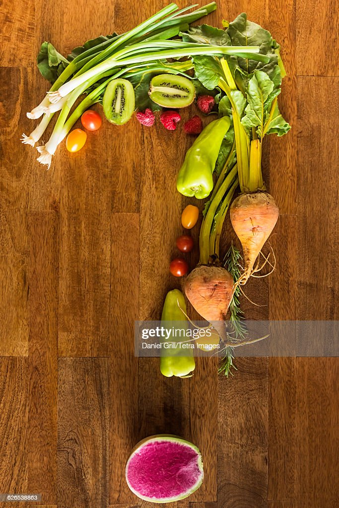 Question mark shape made with fruit and vegetables : Stock Photo