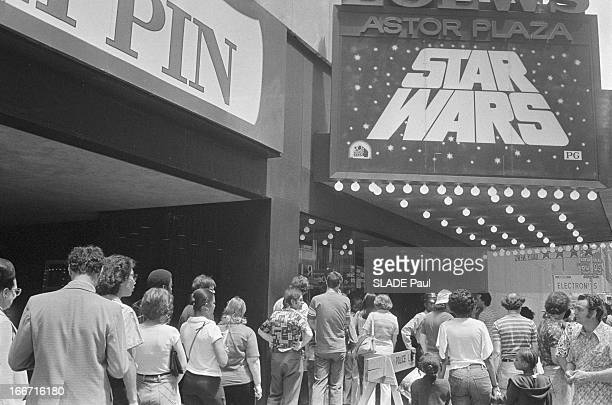 Queue In New York For The Film 'Star Wars'