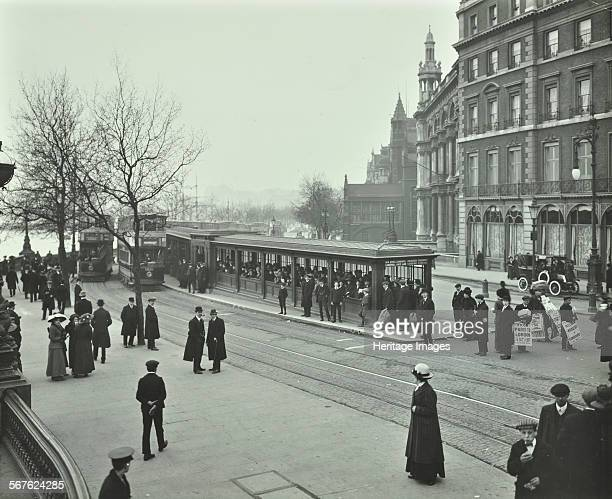 Queue of people at Blackfriars Tramway shelter London 1912 People waiting to board trams near Blackfriars Bridge at 205 pm To the left of the trams...