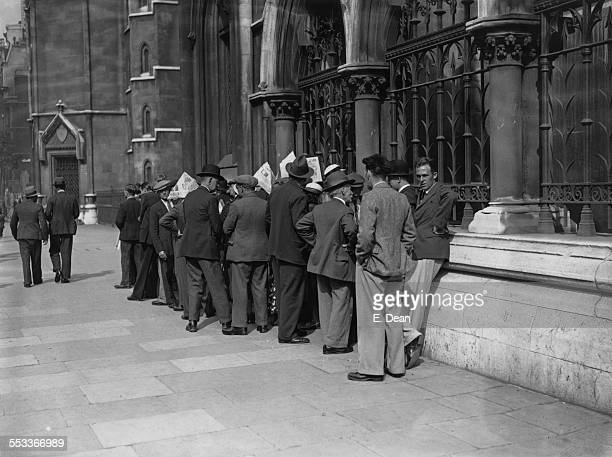 A queue of people hoping for a place in the public gallery at the Law Courts in The Strand London for the appeal of convicted murderer George Percy...