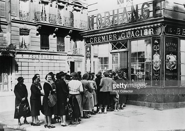 Queue of women outside a dairy shop Germanoccupied Paris 28 June 1940 Shortages and rationing were a feature of everyday life for Parisians during...