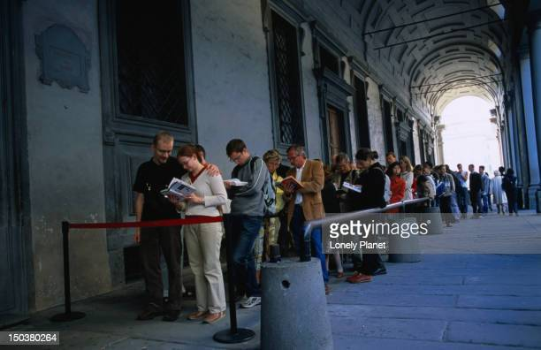 Queues at the Uffizi gallery.