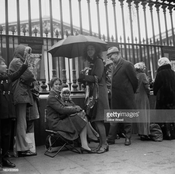 Queues for the 'Treasures of Tutankhamun' exhibition outside the British Museum London 1st April 1972