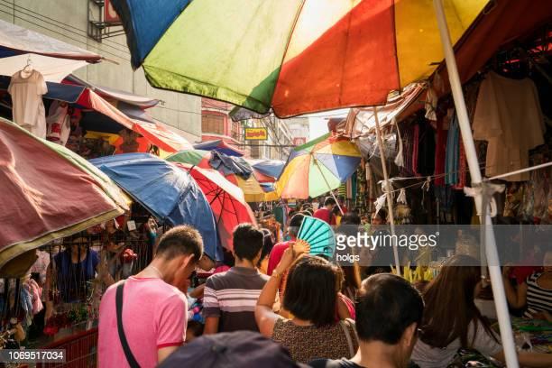 quiapo straßenmarkt, manila, philippinen - hauptstadtregion stock-fotos und bilder