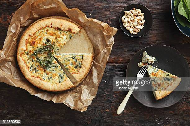 Quiche with spinach and cashew
