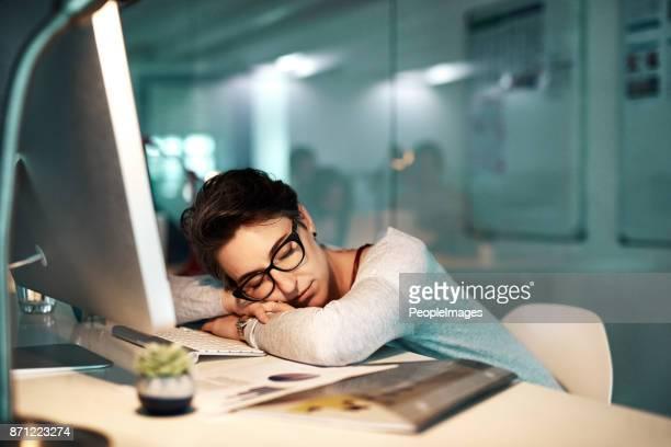 snelle dutje voordat ik weer aan het werk - een dutje doen stockfoto's en -beelden