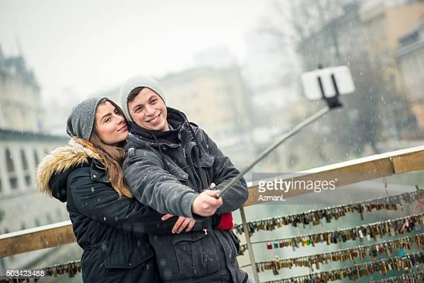 Quick selfie su un ponte di amore