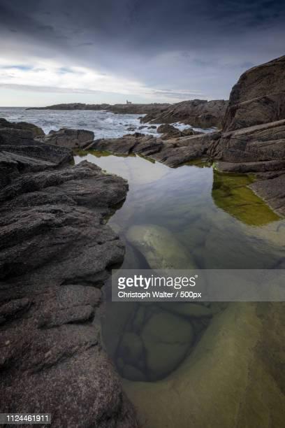 quiet ocean-pool - pointe du but le d'yeu - atlantik stock pictures, royalty-free photos & images