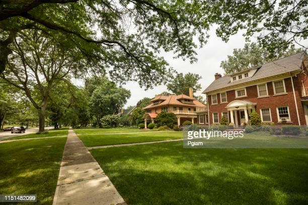 zona residencial tranquila en los suburbios de cleveland ohio - cleveland ohio fotografías e imágenes de stock