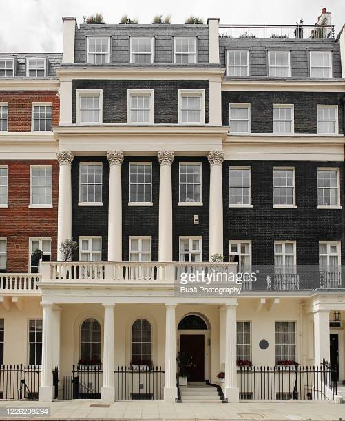 quiet residential streets in london's belgravia district, one of the uk's most expensive residential streets. london, england - グロヴナー広場 ストックフォトと画像